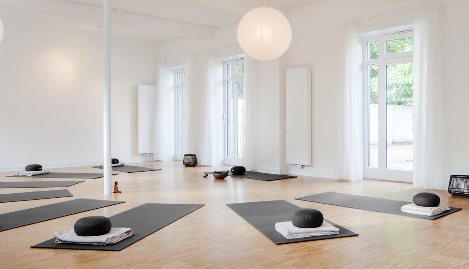 Yoga im Hof